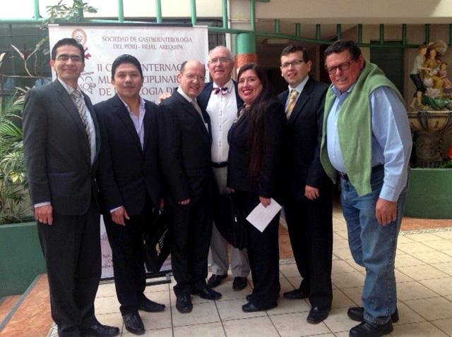 El Dr. Carlos Ballesta junto a los ponentes